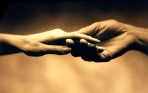 hands-in-love